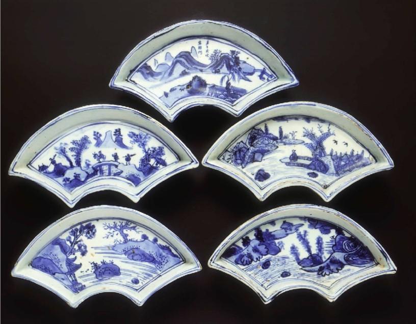 Five ko-sometsuke fan shaped landscape dishesLate Ming dynasty, 1600-1644